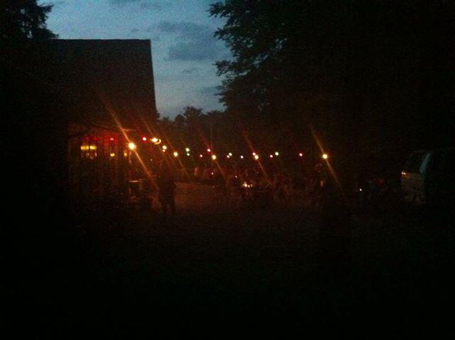 Waldschenke in der Nacht